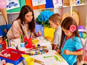 Какая начисляется зарплата воспитателю детского сада в России в 2021 году