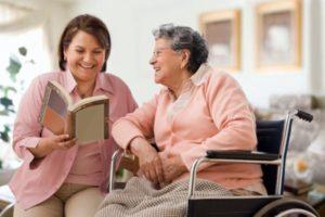 Как правильно оформить уход за 80-летним пенсионером, чтобы шел стаж