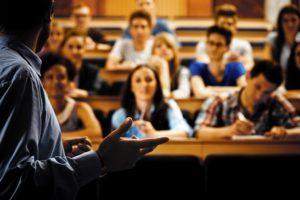 Какая зарплата у преподавателей ВУЗов в России в 2021 году